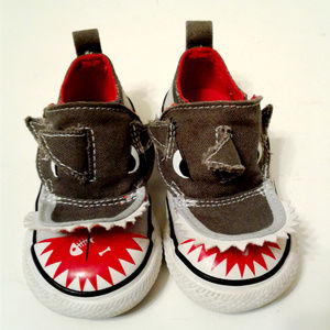 Converse baby shark theme size 4